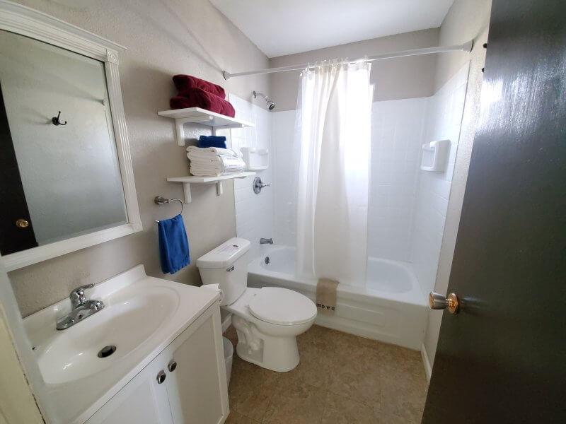 Cabin 4 Bathroom